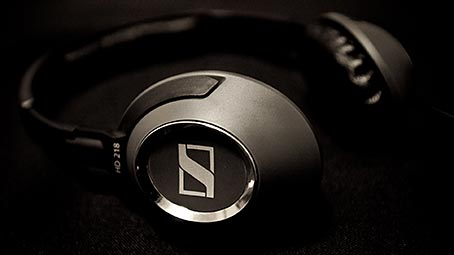 headphones-background